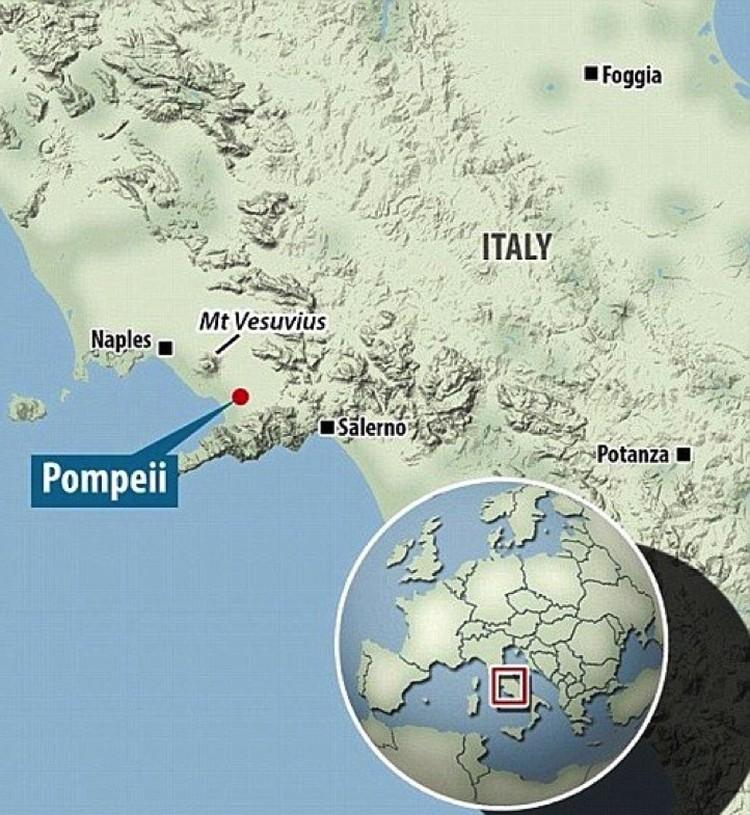 Помпеи и Везувий располагались на берегу Неаполитанского залива.