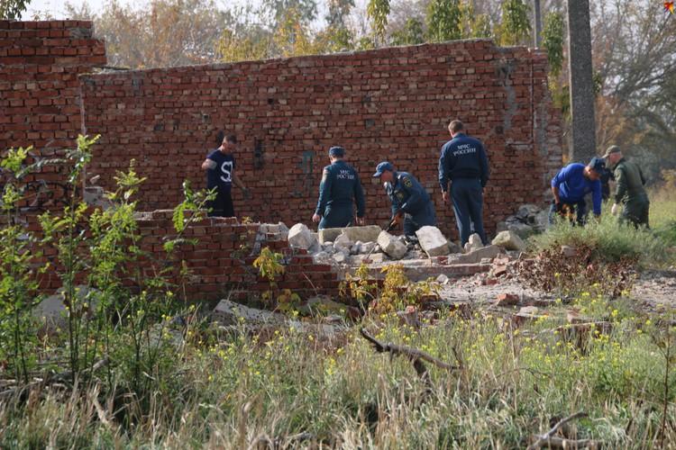 Днем 21 октября среди развалин работали МЧС и СКР