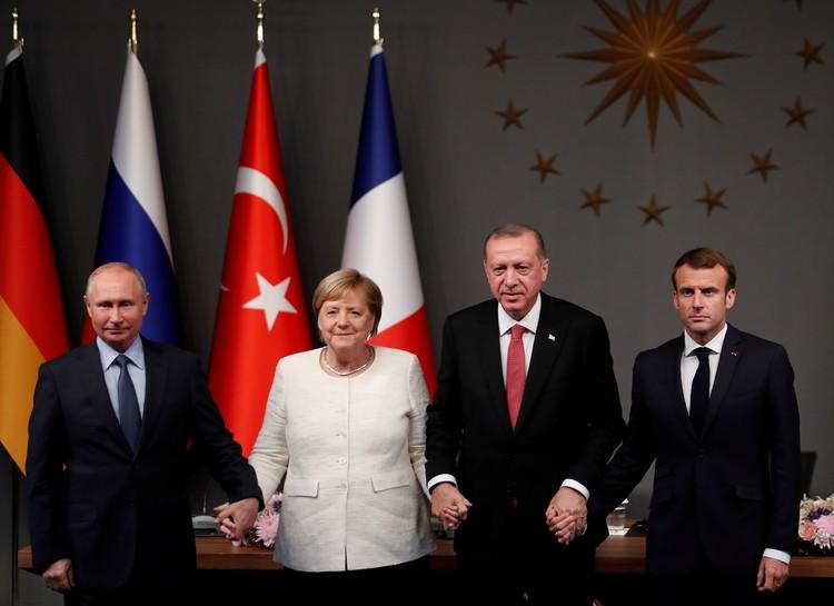 Президент РФ Владимир Путин позитивно оценил итоги четырехстороннего саммита России, Германии, Франции и Турции