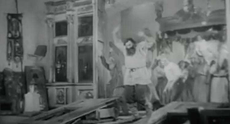"""Сразу после просмотра потрясенное Политбюро и приняло суровое постановление, поставив крест на картине. ФОТО: кадры из кинофильма """"Бежин луг"""""""