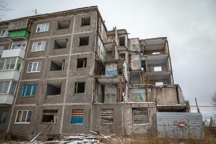 Тяжелее всего приходится тем, чьи квартиры примыкают к разрушившемуся подъезду