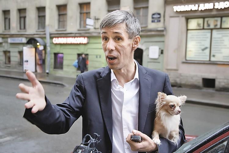 Алексей Панин считает: зачем платить алименты, если дочь все равно живет с ним?