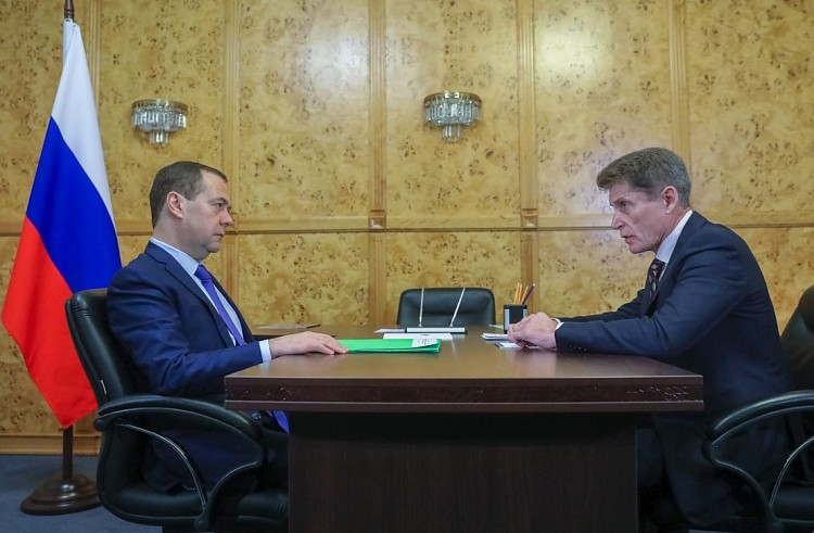 Врио губернатора Приморья Олег Кожемяко сегодня встретился с представителем Правительства РФ Дмитрием Медведевым