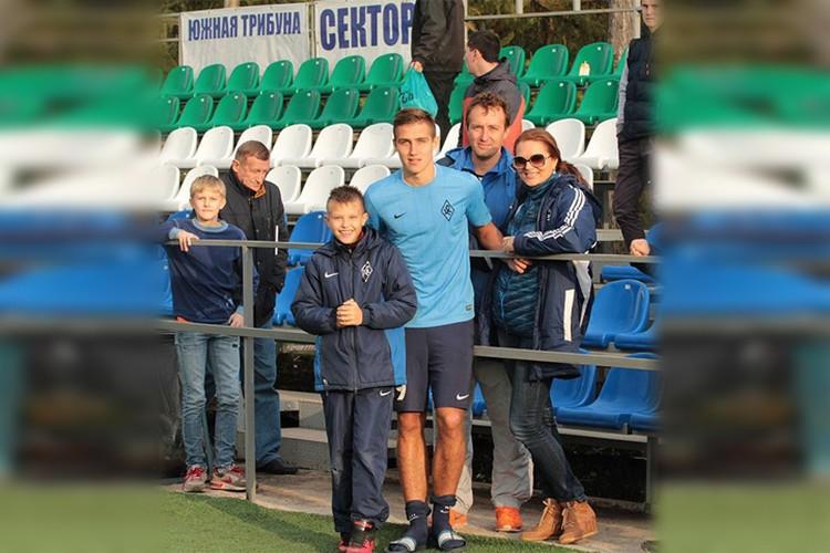 Семья всегда и везде поддерживает молодого игрока