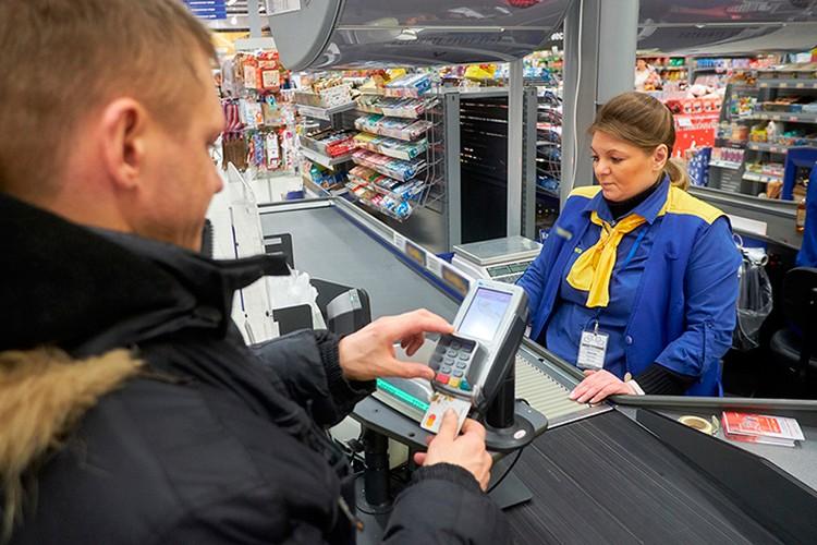 В среднем эстонцы отовариваются в гипермаркете на 8-11 тысяч рублей.
