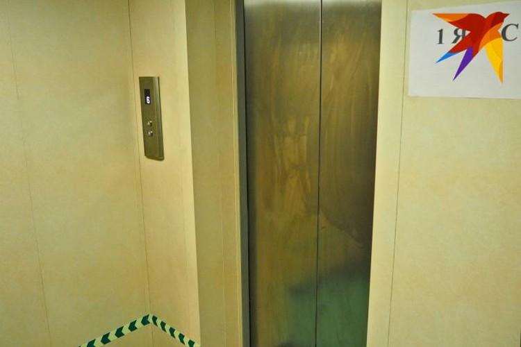 Лифт предназначается для персонала станции, а он внушительный по численности - почти 90 человек.