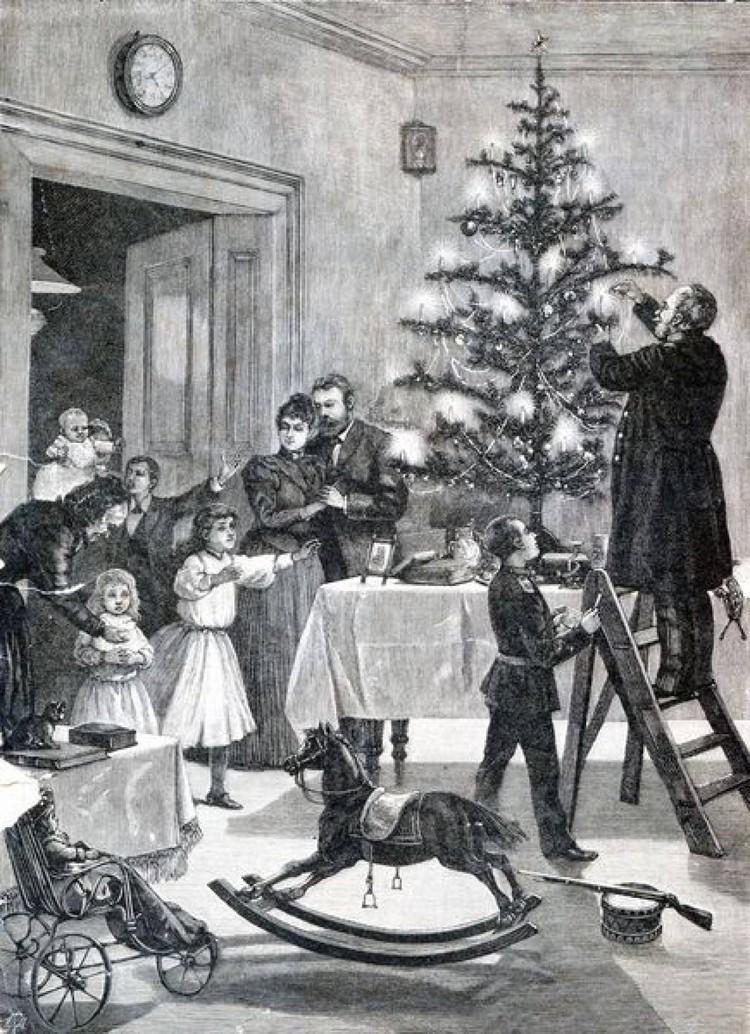 В городских домах на белорусских землях елку стали украшать к середине XIX века – ее обязательно ставили на стол.