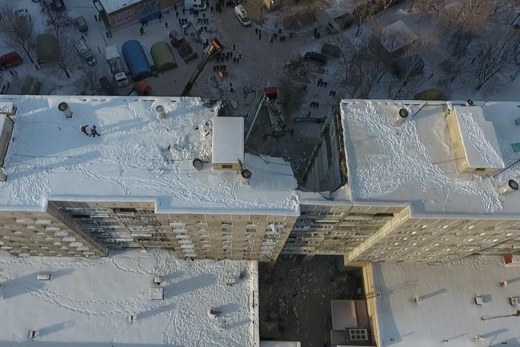 С помощью дрона можно было посмотреть здание со всех сторон. Фото: Артем Ибрагимов.