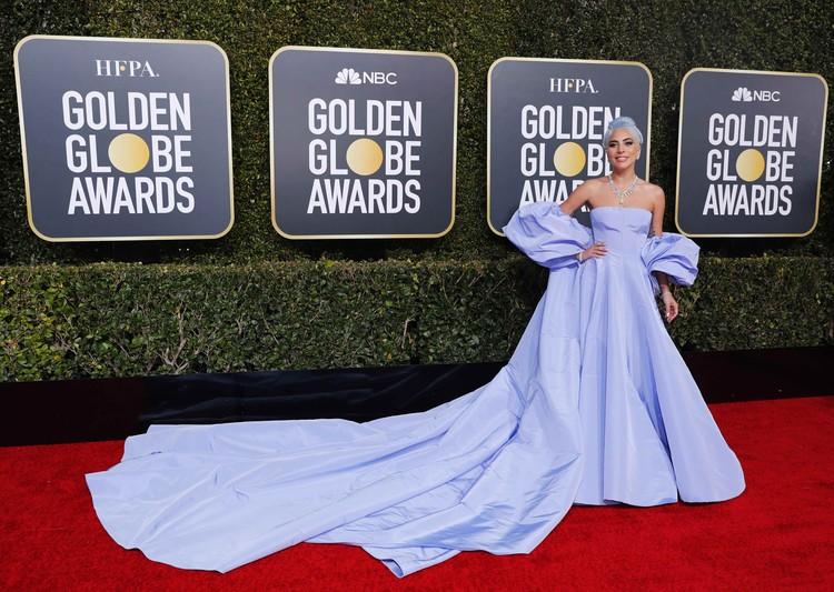 Леди ГаГа для церемонии выбрала голубой цвет