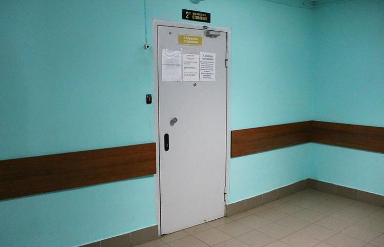 Крепкие железные двери наглухо закрыты магнитным ключом – без него туда никак не попасть.