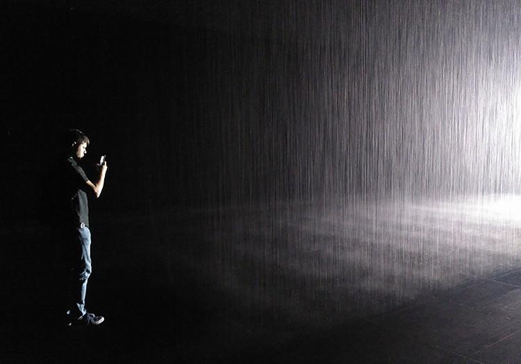В Комнате дождя можно выйти сухим из воды.