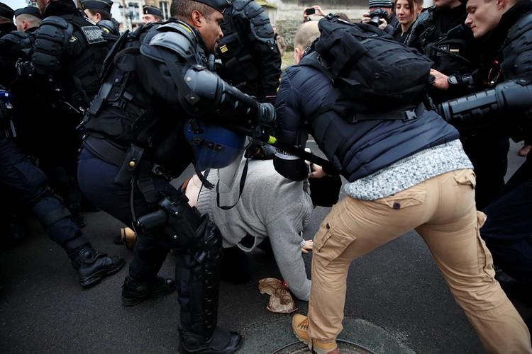 Hачало самых масштабных в современной истории Франции протестов странным образом совпало с третьей годовщиной Парижского соглашения по климату