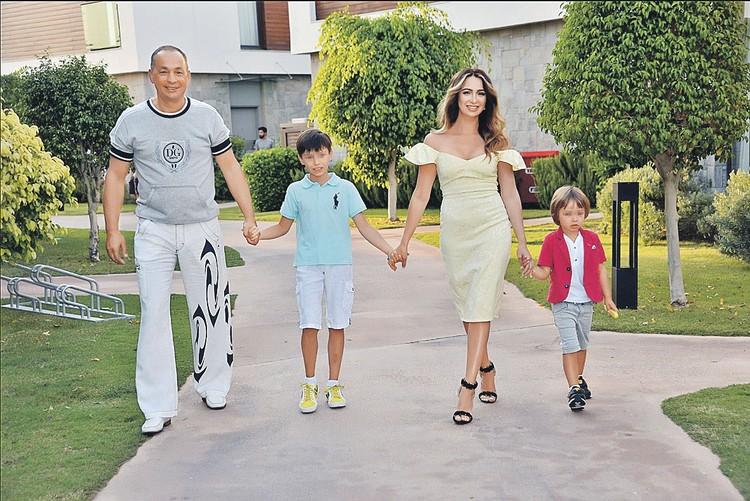 Александр Шестун утверждает, что невиновен, и надеется вернуться к жене и детям. Фото: facebook.com