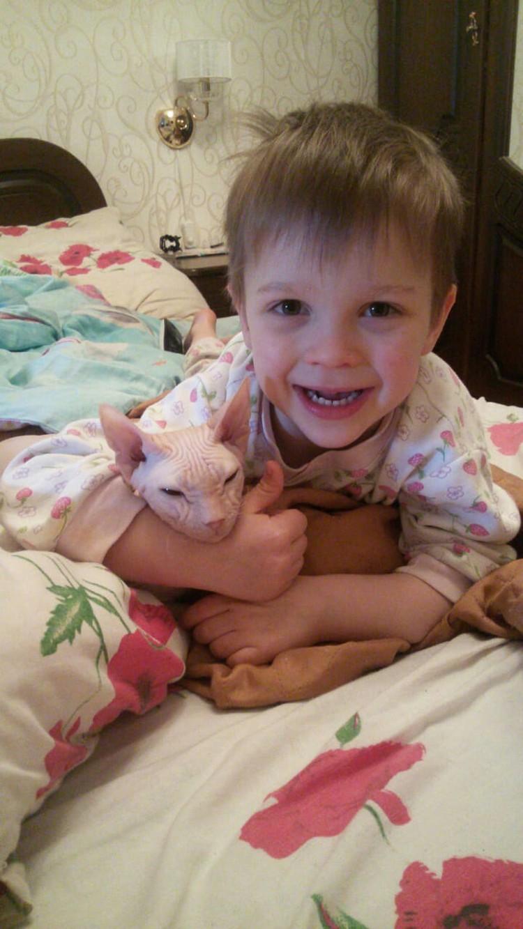 Ваня влююбился в животных, посетив питомник в три года