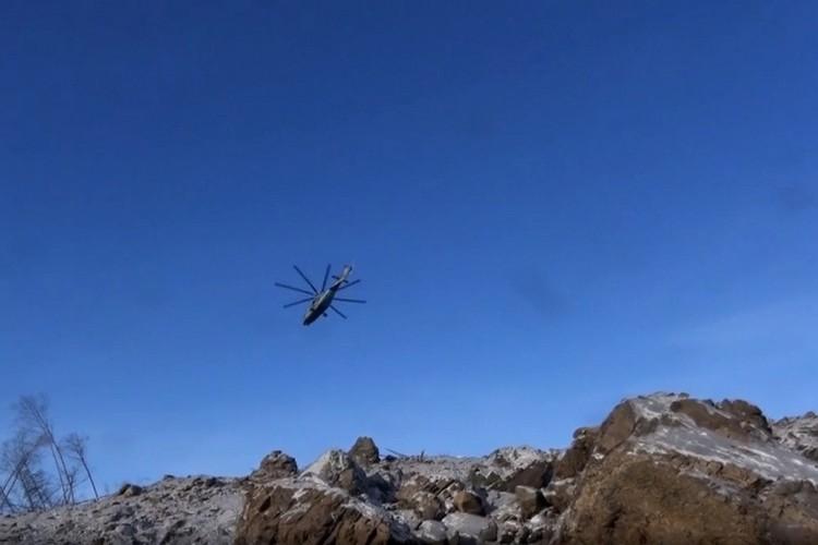 В операции задействовано шесть вертолетов армейской авиации и один беспилотник