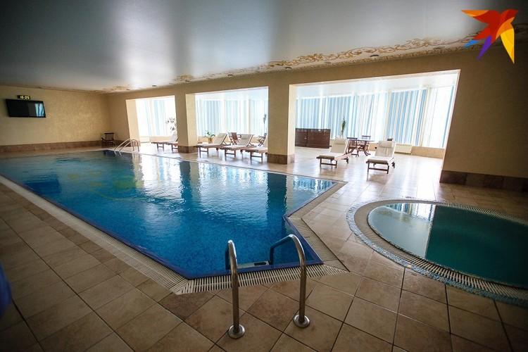 Без огромных бассейнов не обходится не один современный дворец