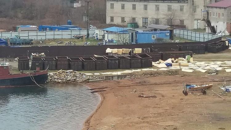 """""""Китовая тюрьма"""", несмотря на скандал, все еще работает. Фото: Нина Зырянова"""