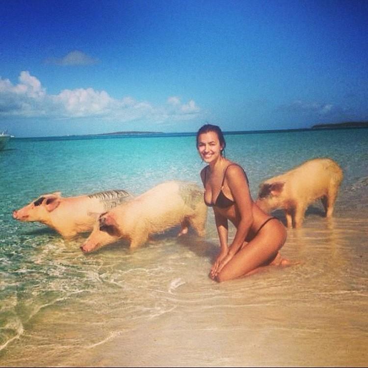 Пару лет назад на острове побывала российская модель Ирина Шейк. К счастью, обошлось без укушенных ягодиц. Фото: Инстаграм.