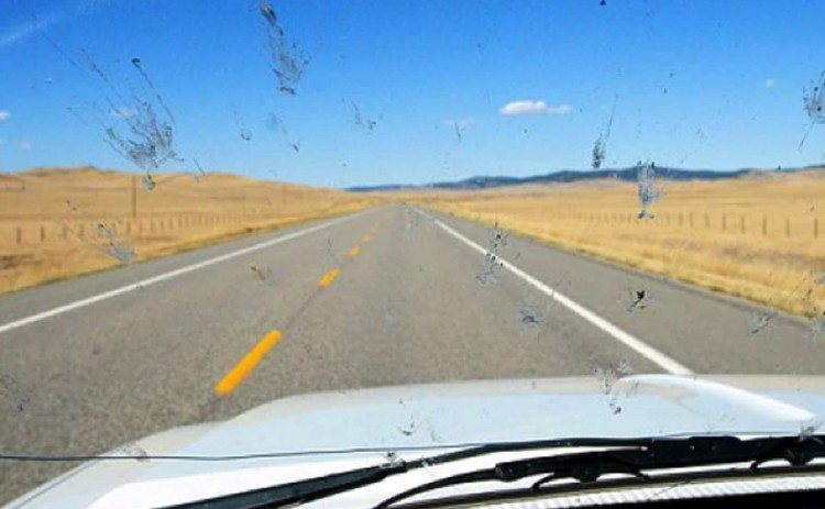 В наше дни автомобильные стекла стали чище.
