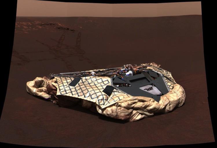 Оболочка сдулась - ровер съехал на поверхность Марса и сфотографировал, где был.