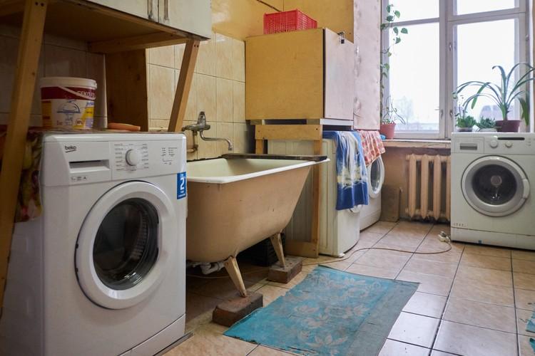 Стиральные машинки появились в квартире 10 лет назад. До этого возможности установить их не было из-за устаревшего водопровода.