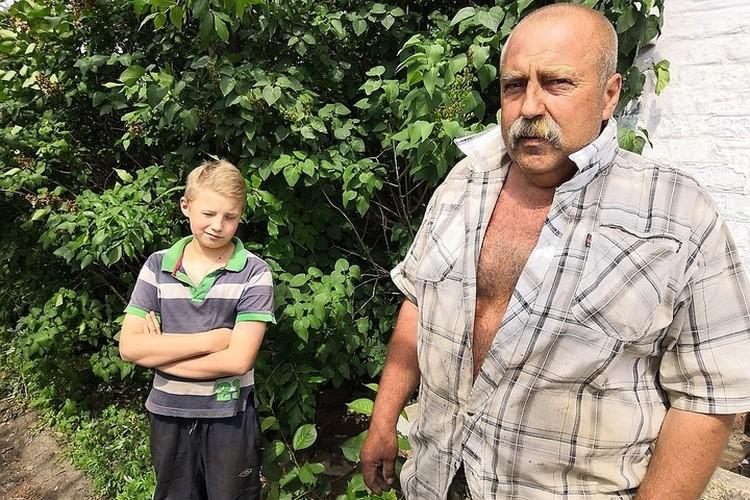 То самое первое наше посещение семьи Дмитренко. Отец Паши еще бодр и крепок.