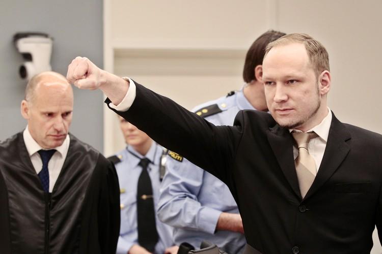 Норвежский убийца Андерс Брейвик в суде, 2012 год.