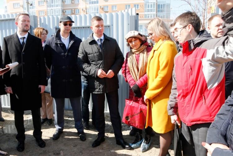 14 марта 60 человек столпились у строительных участков, чтобы решить проблему\ФОТО: пресс-служба администрации края