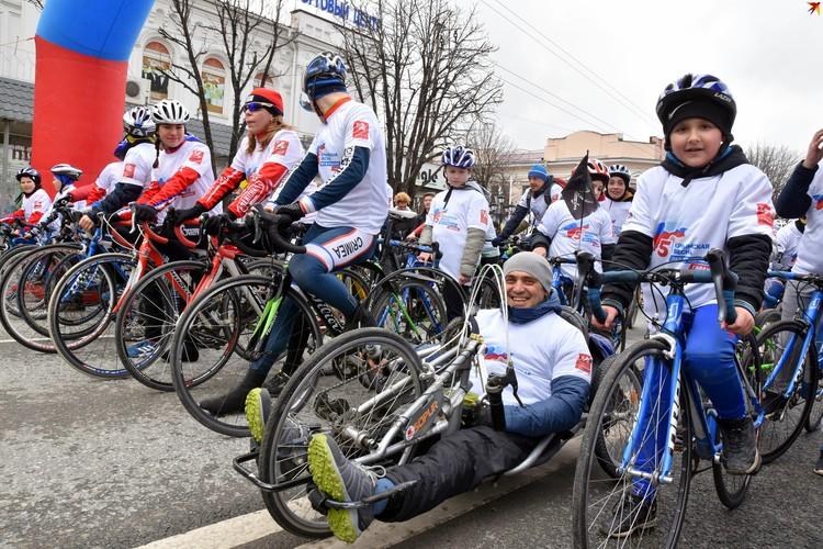 Сотня спортсменов проехала по Симферополю