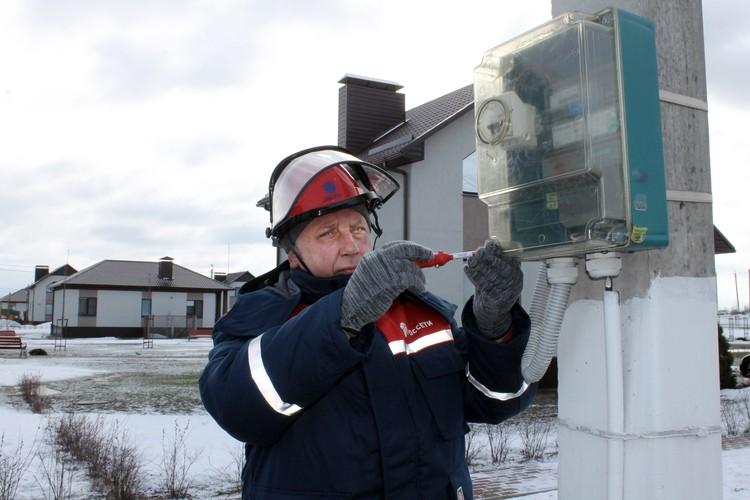 Электромонтер по эксплуатации электросчетчиков Корочанского РЭС Белгородэнерго Юрий Кушнарев.