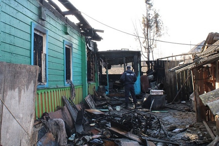 В огне погибла 80-летняя сельчанка и ее 86-летний супруг. Фото: СК.