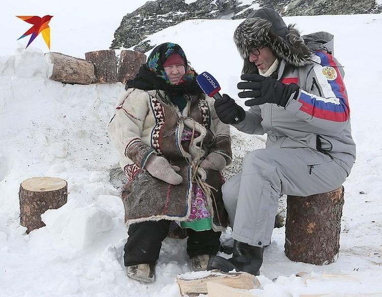 Андрей Малахов во время беседы с Альбиной Анямовой