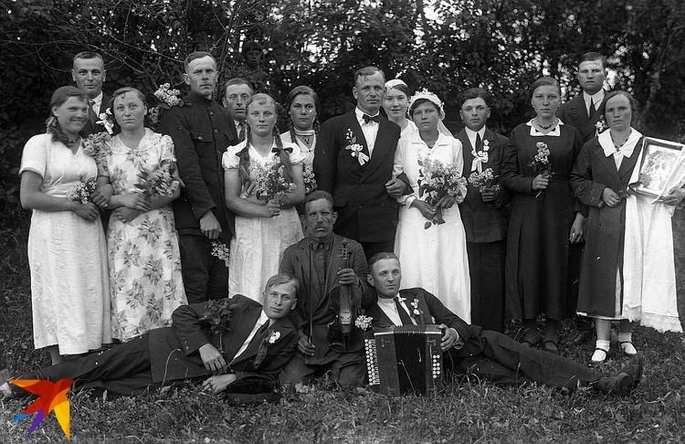 А так выглядела свадьба 1930-х в Западной Беларуси - под Любчей. Фото: Савва СИВКО, из фондов Национального исторического музея
