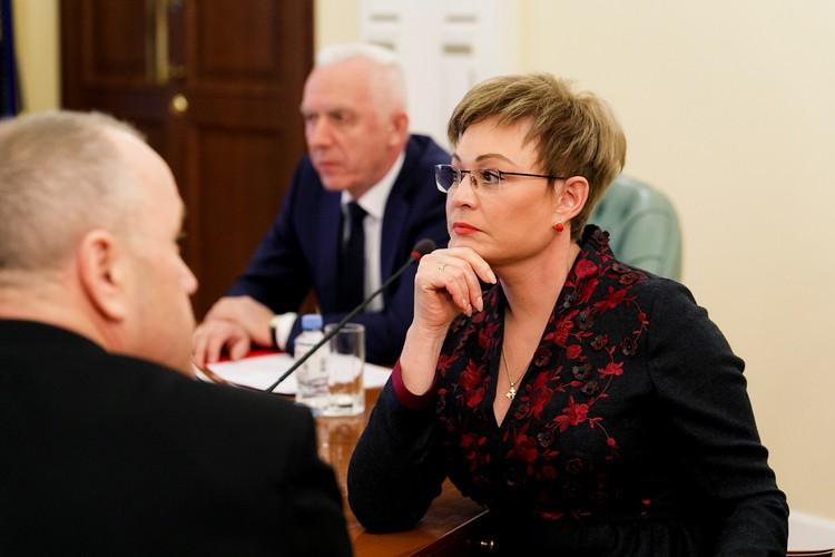 По левую руку от Александра Гуцан сидела Марина Ковтун. Фото: правительство Мурманской области.