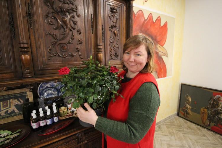 Надежда Сорокина с розами - в ее планах разбить целый сад.