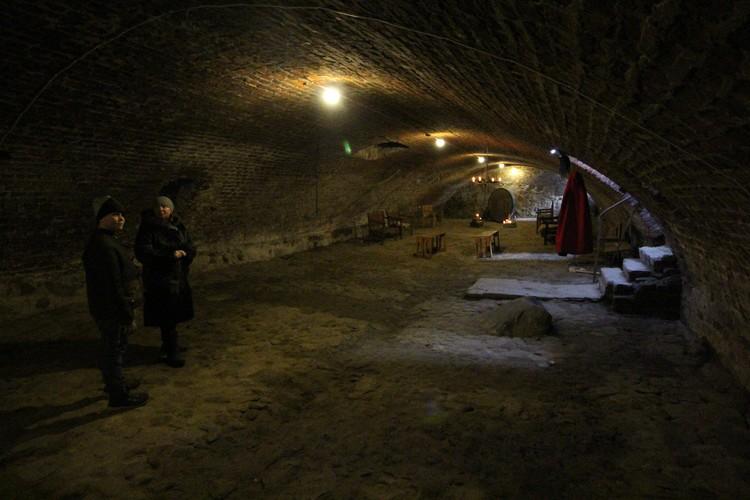 В расчищенные подвалы замка Сорокины уже водят туристов.