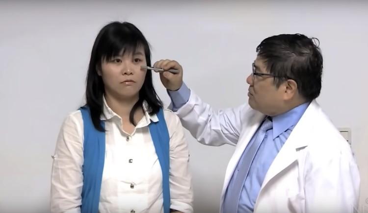 Пациентка Хи и врач Конг Ши Тин