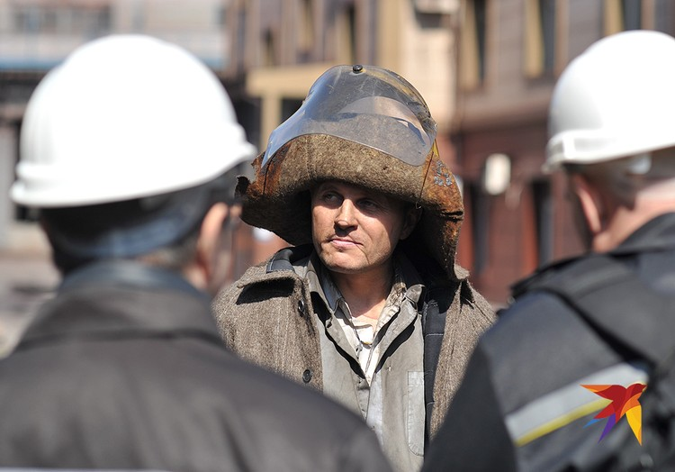 Металлурги вернулись из окопов на родной завод и поднимают экономику Народной республики.