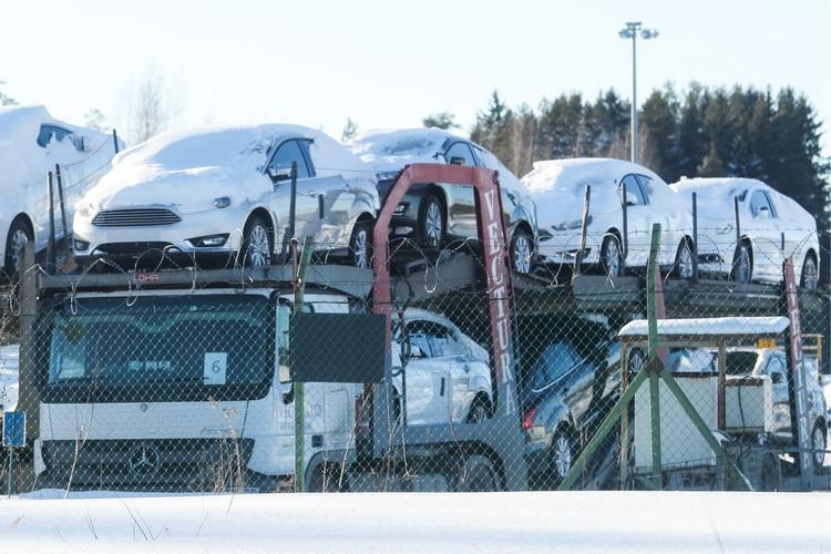 Всеволожск. Автомобили Ford на эвакуаторе на территории завода Ford Sollers. Фото Александр Демьянчук/ТАСС