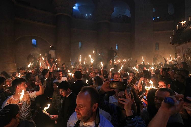 В Иерусалиме снова сошел Благодатный огонь. Фото: Владимир Смирнов/ТАСС