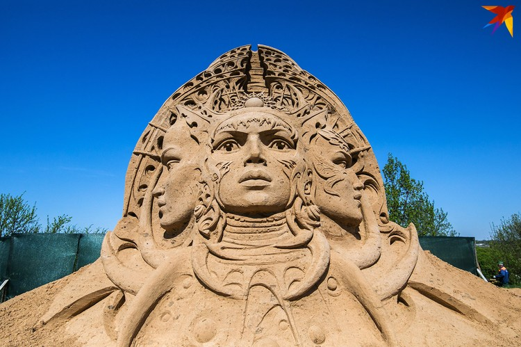 Фестиваль гигантских песчаных скульптур.