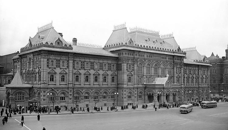 Общий вид здания Центрального музея В.И. Ленина (бывшего здания Московской городской Думы). 2 ноября 1954 г. Фото В. Кунова. Фотография предоставлена Главным архивным управлением Москвы