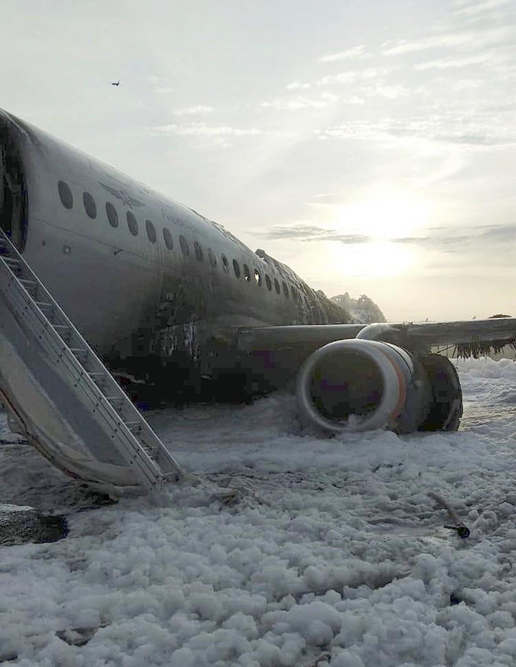 Можно ли было избежать жертв? Что случилось с самолетом? Это первые и главные вопросы