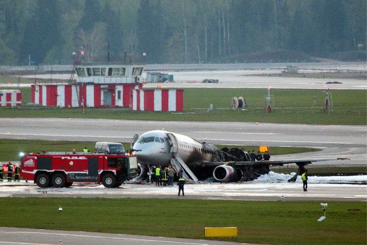 SSJ-100 практически полностью уничтожен огнем