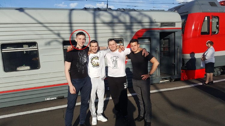 Роман с друзьями с Санкт-Петербурге. Фото: Даниил Токарев