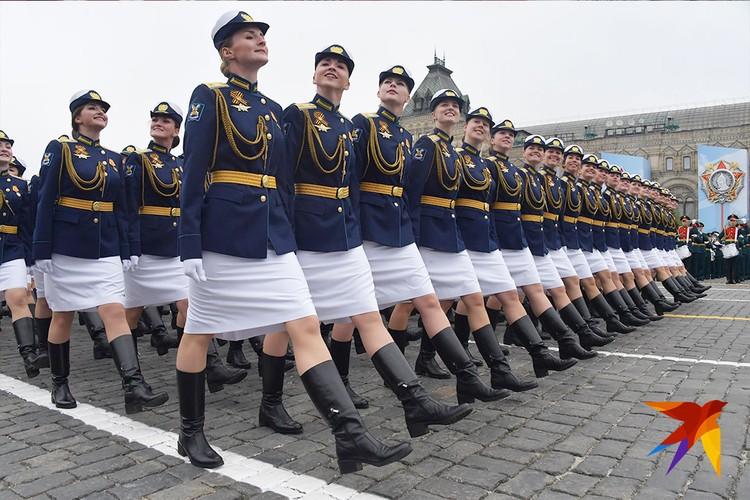 В параде уже четвертый год подряд принимают участие девушки