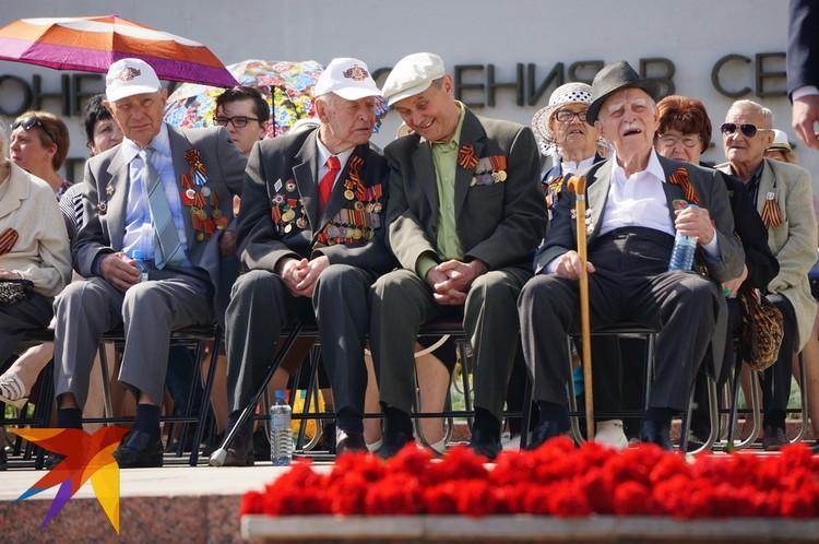 День Победы для ветеранов - это еще и день встреч.