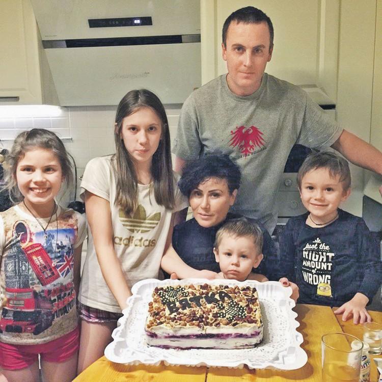 У Юлии Чепаловой и Василия Рочева уже пятеро детей. А поженились они только 12 апреля этого года. Фото: instagram.com/i_chepalova
