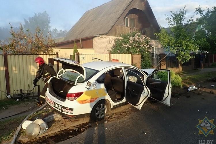 Водитель в аварии не пострадал. Фото: МЧС.