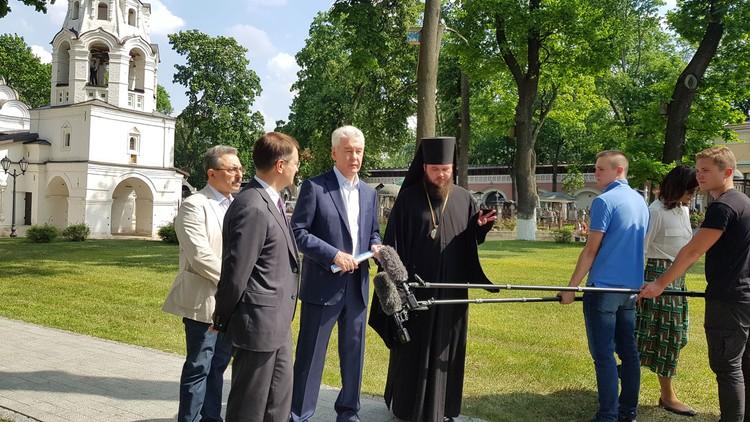 Чтобы ускорить процесс реставрации, правительство Москвы приняло решение выделить целевые средства на реставрацию главного собора, 8 башен и 14 прясел монастырской стены.